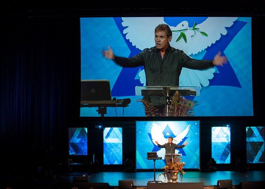 Megachurch pastor Jack Hibbs worshipping the god of Google